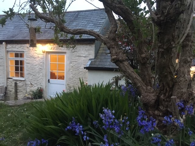 Newly remodeled historic stone cottage, location de vacances à Washbourne