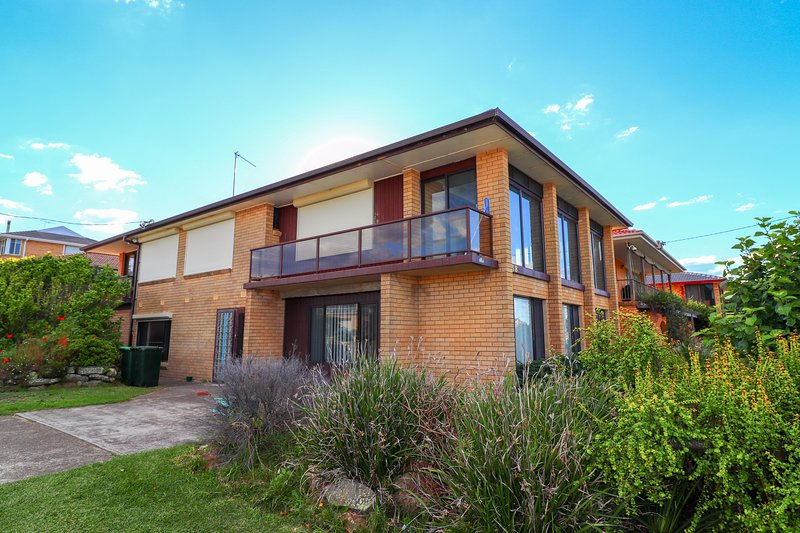Ripples by the Sea - a great family home opp. beach with pool and wifi, alquiler de vacaciones en Lake Macquarie
