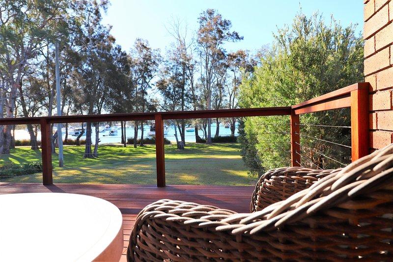 WemberleyLakehouse - Glorious lake views, Inground pool and free wifi, holiday rental in Bonnells Bay