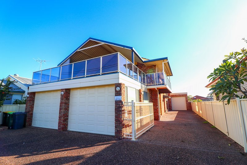 Anglers Abode - large 4 bedroom home in waterlovers' paradise, vacation rental in Lake Macquarie