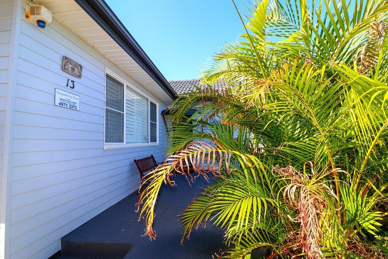 Blacksmiths Sea Breeze - inground pool, beach and wifi, alquiler de vacaciones en Lake Macquarie