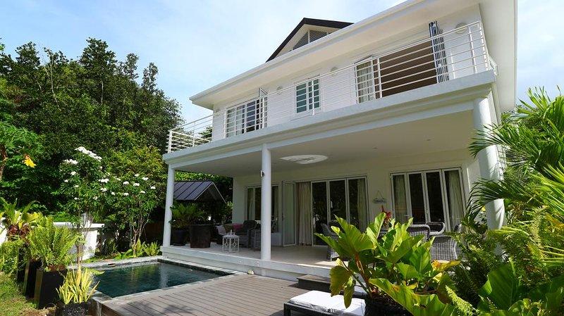 Criollo House: Private 3 bedroom villa V3, location de vacances à Mare Anglaise