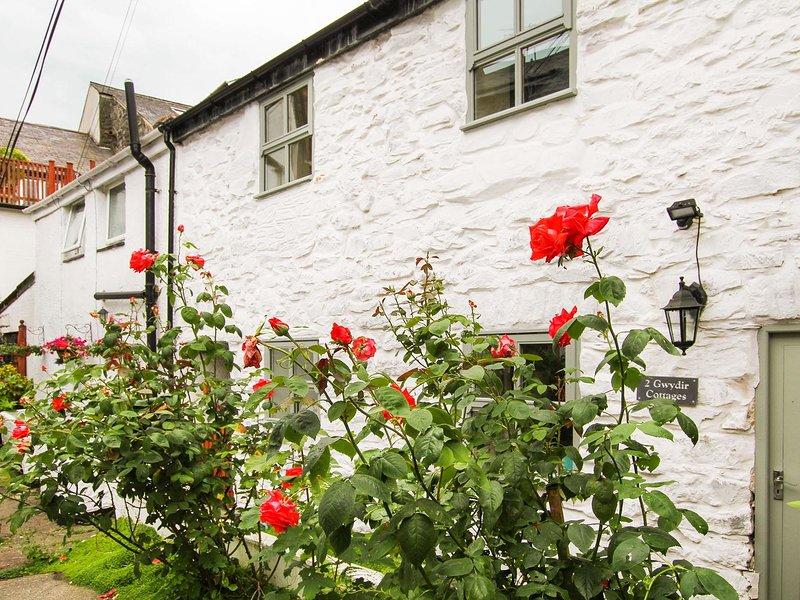 2 GWYDIR COTTAGES, 3 Bedroom(s), Pet Friendly, Llanrwst, vacation rental in Llanrwst