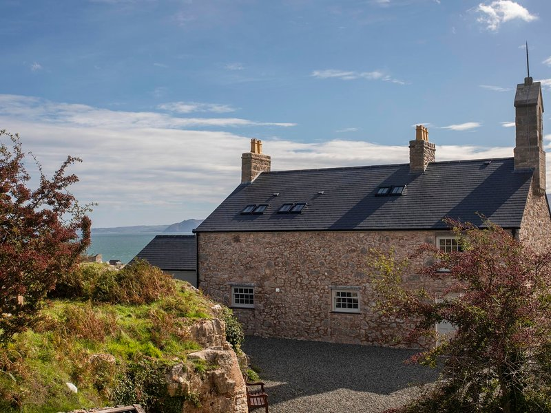 BARRACKS COTTAGE, 4 Bedroom(s), Penmon, location de vacances à Penmon