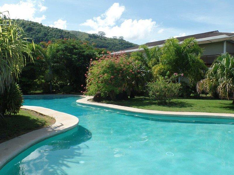 Apt Carlton Beach Tahiti by TAHITI VILLAS, vacation rental in Society Islands