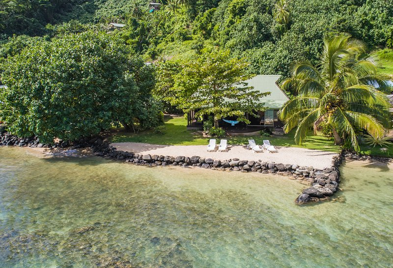 Beach Villa Wallis - Robinson's Cove, holiday rental in Vaiare