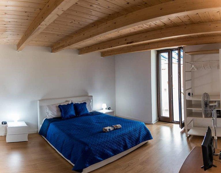 CASA BETTY  APPARTAMENTO CON TERRAZZA  VISTA GIARDINO, holiday rental in Vico Equense