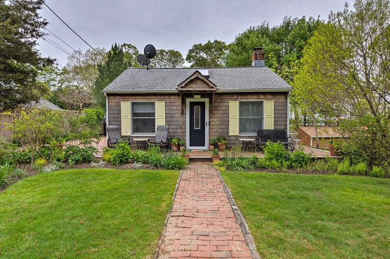 Cute East Hampton Cottage w/ Patio - Walk to Beach, holiday rental in Springs