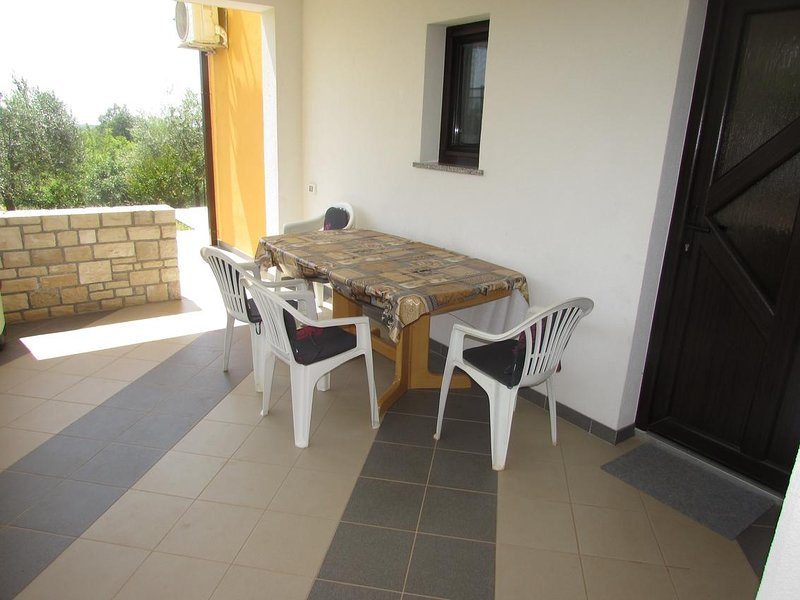 Vilanija Apartment Sleeps 6 with Air Con - 5796220, holiday rental in Petrovija