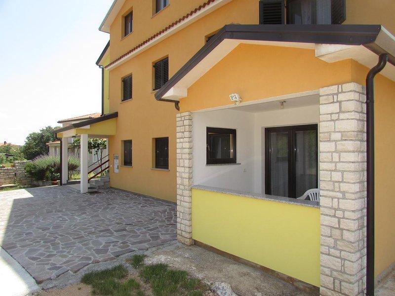 Vilanija Apartment Sleeps 6 with Air Con - 5796221, holiday rental in Petrovija