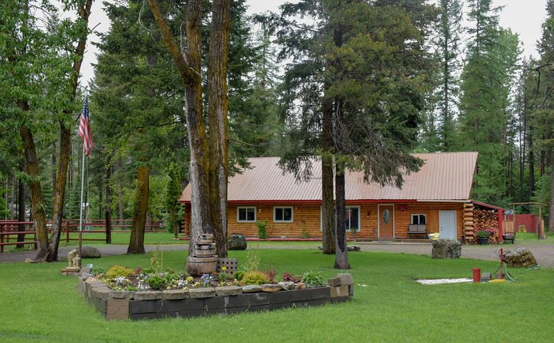 K/M: Glacier's Vacation Home & RV Park, Ferienwohnung in Hungry Horse
