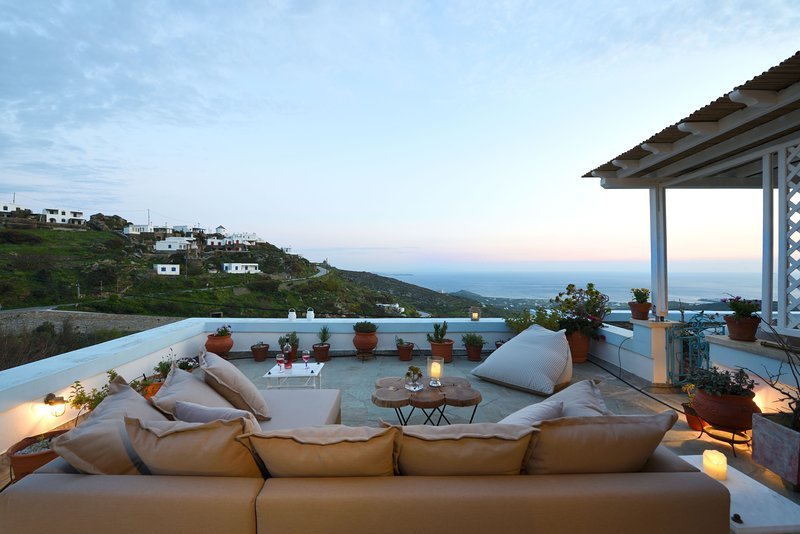 Pano Spiti - Artful Home with Sea View, holiday rental in Tinos Town