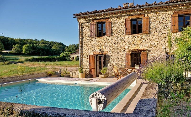 Bergerie rénovée avec piscine chauffée dans le Lubéron (Provence) au calme, aluguéis de temporada em Oppedette