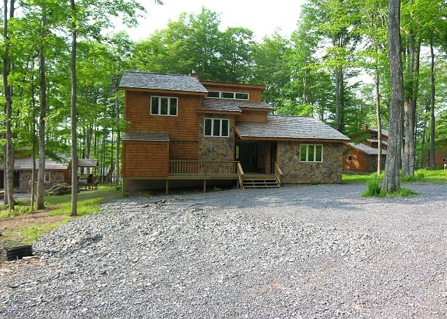 Beautiful contemporary home right in the middle of hiker heaven!, holiday rental in Canaan Valley