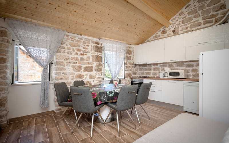 Stari Grad Apartment Sleeps 4 - 5408997, holiday rental in Dol