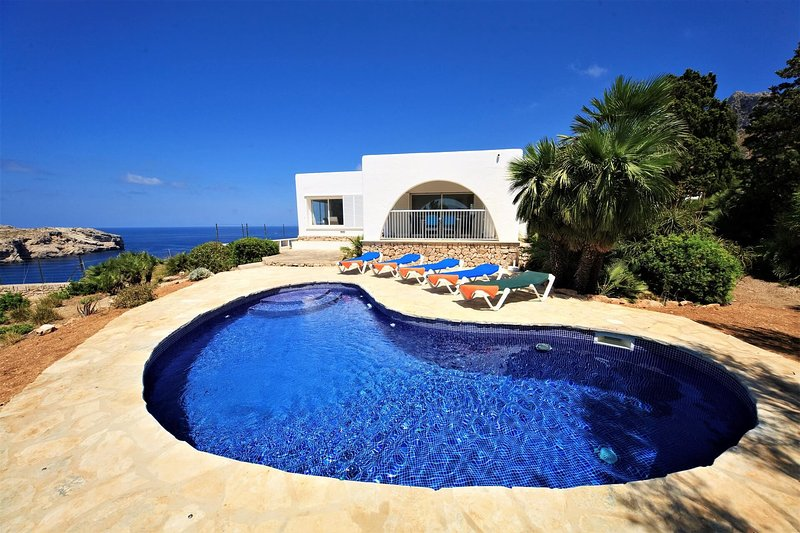 VILLA CARBON BLANCO, vacation rental in Cala San Vincente