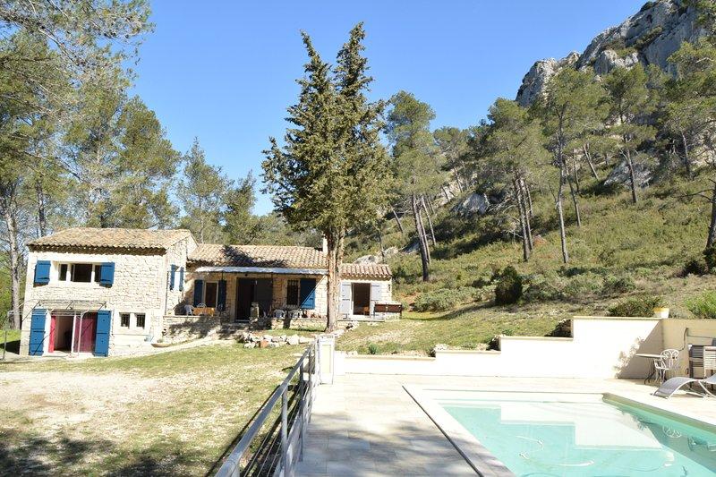 Charmante Villa, coeur des Alpilles, piscine, aluguéis de temporada em Mas-Blanc-des-Alpilles