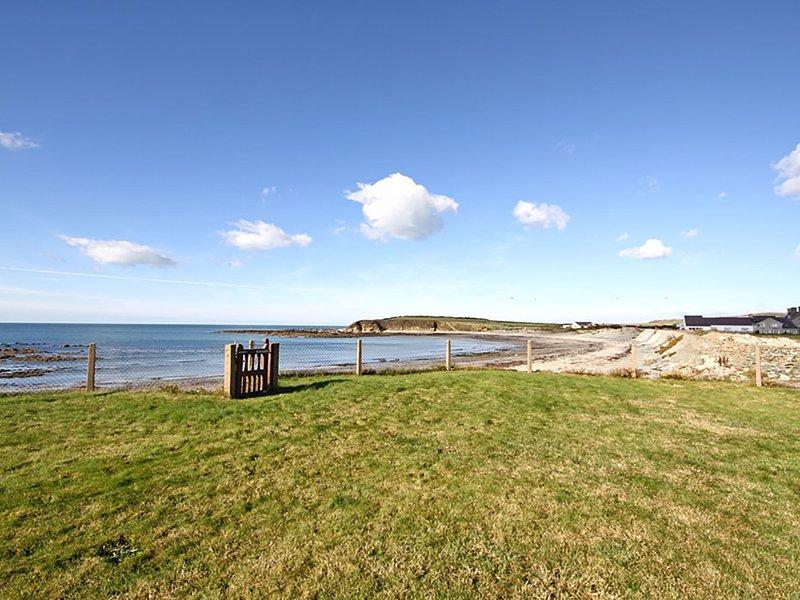 Beach House - Dryll-Y-Gro, Llanfaethlu, location de vacances à Llanfachraeth