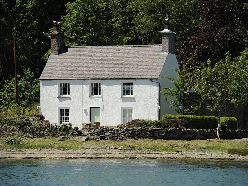 MIN Y MOR, 3 Bedroom(s), Pet Friendly, Llanfairpwll, vacation rental in Gaerwen