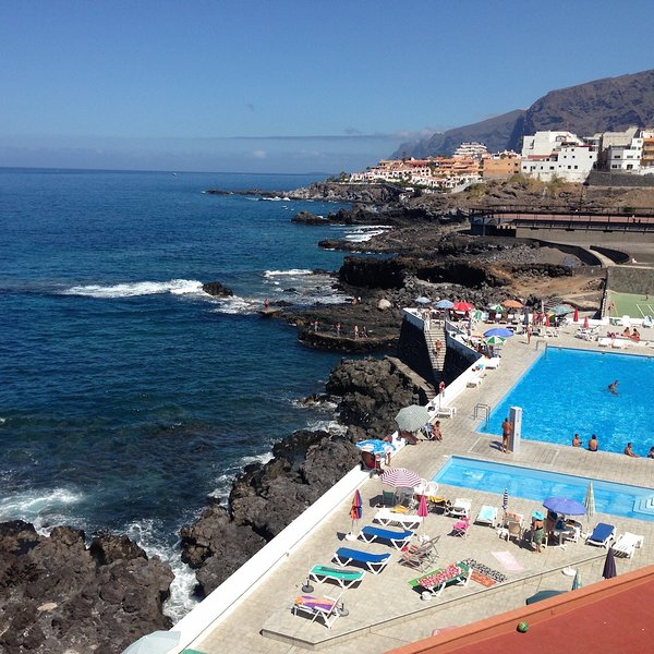 First ocean line lovely apartments with wonderful view and close to the beach., holiday rental in Puerto de Santiago