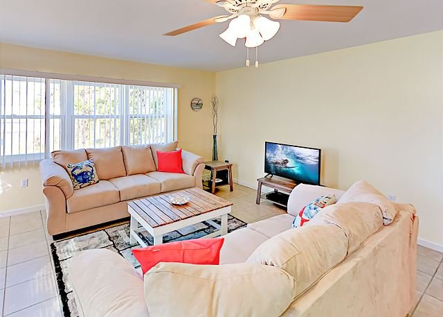 Sunny Oasis w/ New Appliances & Furnishings - Near Coast, Dining, vacation rental in Osprey