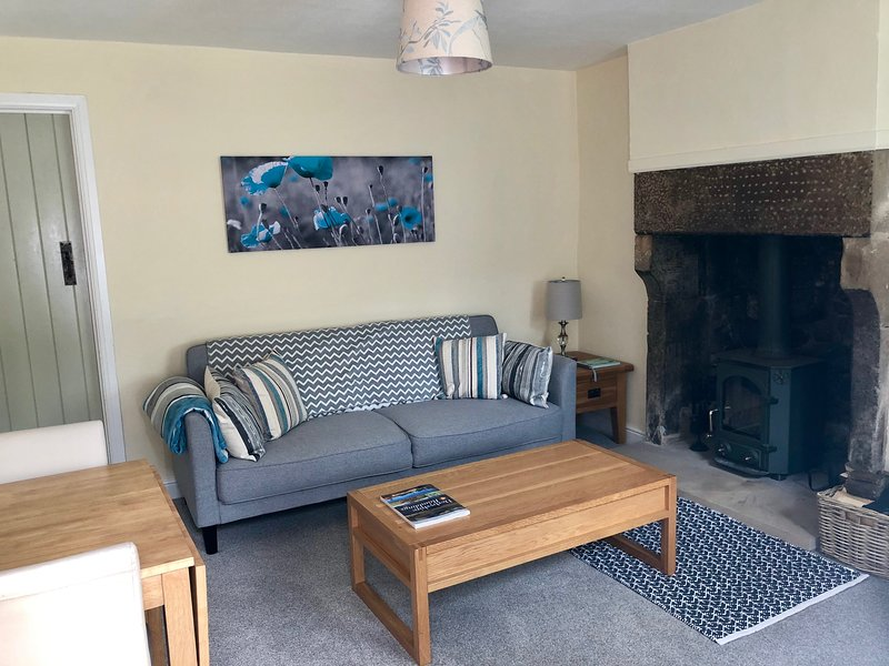 Poppy Cottage, Matlock, Derbyshire - 2 bedroom with parking, holiday rental in Tansley