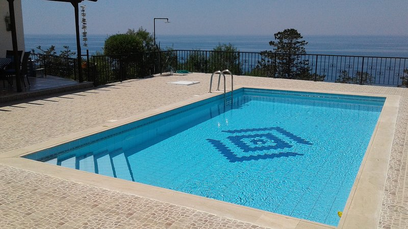 a place to relax in your private pool with sea view...