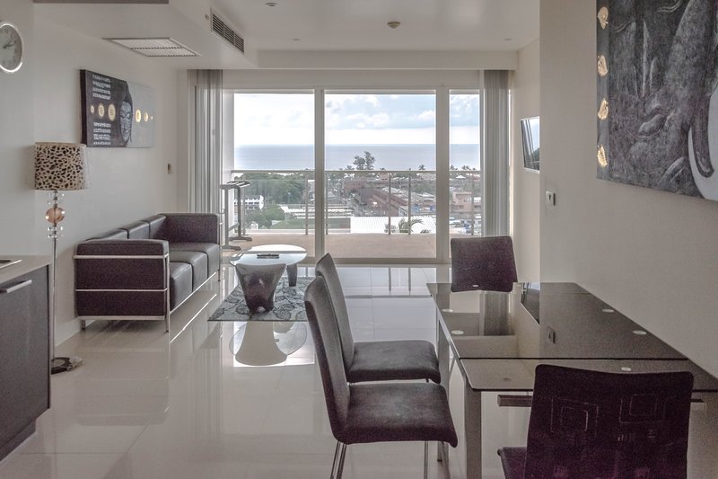 2 Bdr. Private Condo in Karon. Sunset Plaza, holiday rental in Ban Khok Chang