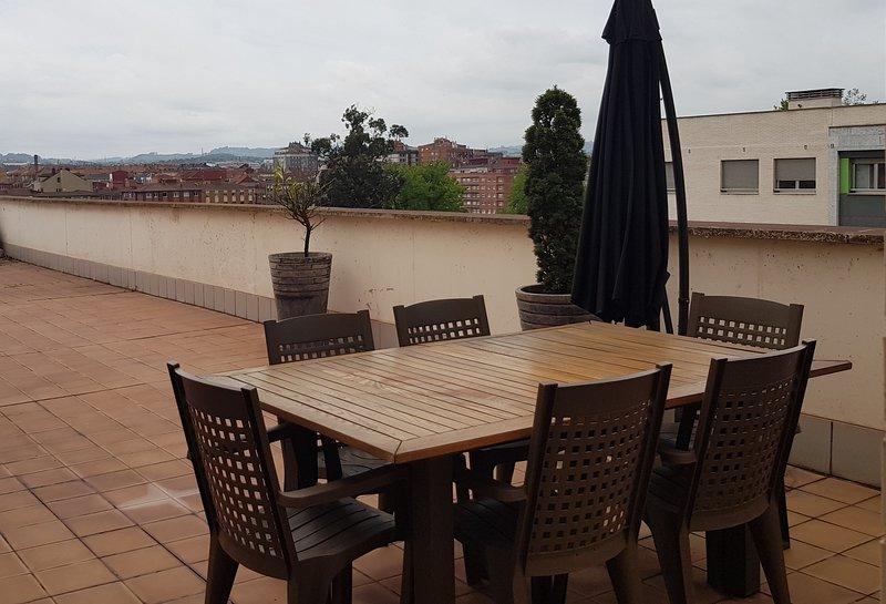 Lauredal - Ático amplio con 2 hab, vistas, terraza amplia. Con WIFI, para 6 pax, aluguéis de temporada em Carreno Municipality