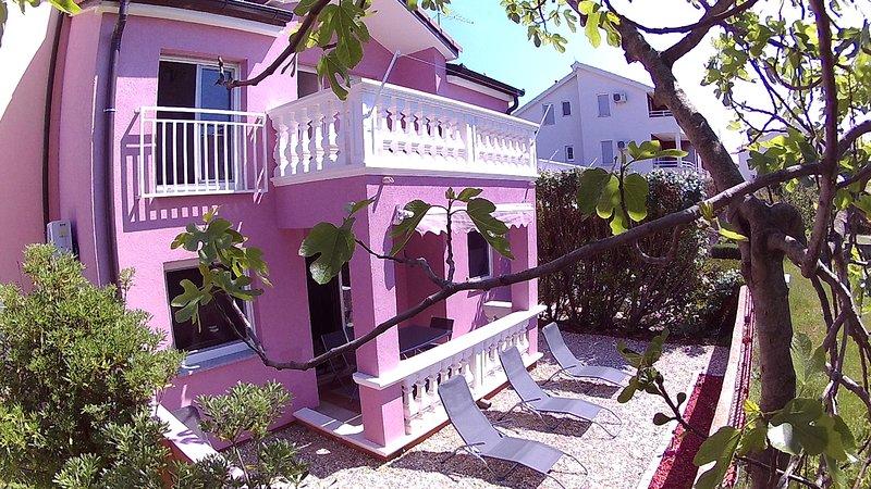 House Srima-Vodice Dalmatia 8+2, aluguéis de temporada em Vodice