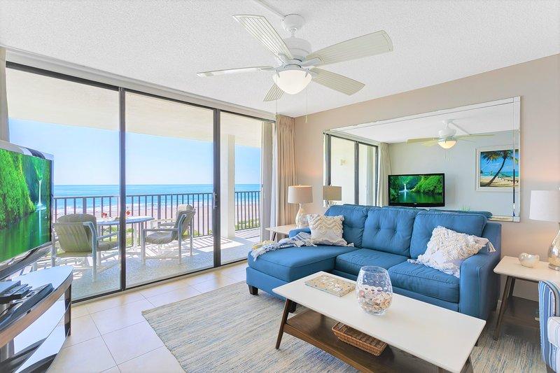 Serene & relaxing living room - soak up the views!