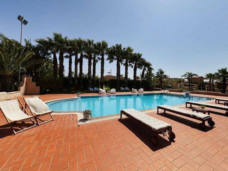 Santa Maria del Focallo Villa Sleeps 10 with Pool Air Con and WiFi - 5310581, vacation rental in Santa Maria del Focallo