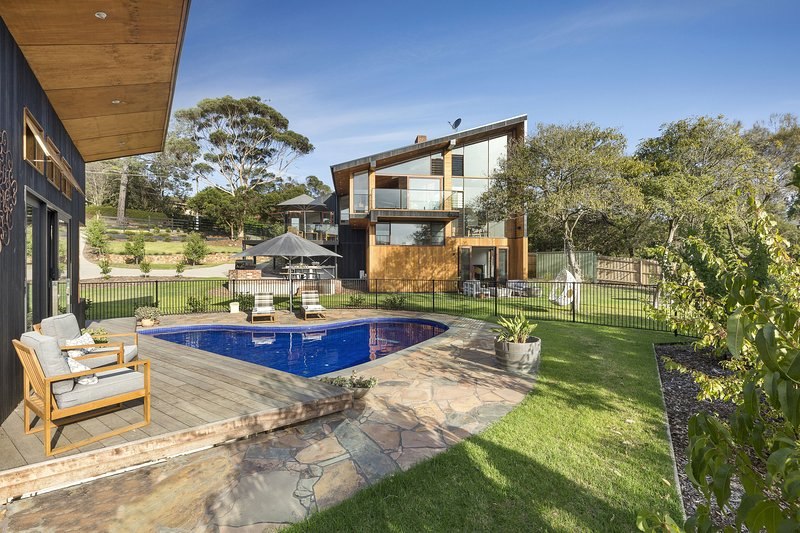 Glen Shian Beach House - Deluxe Family Retreat with pool, water views, WiFi, AC,, holiday rental in Mt Eliza