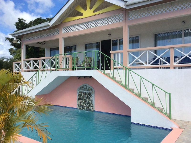 Scarbrough villa, 30' pool, 3 en-suite bedrooms, alquiler vacacional en Scarborough