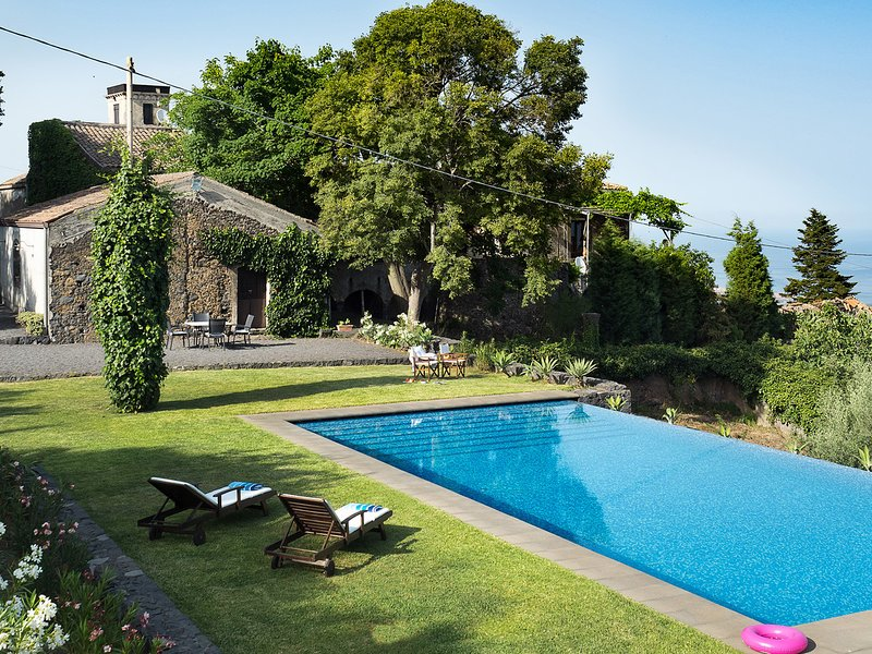 San Giovanni Gemini Villa Sleeps 6 with Pool and WiFi - 5247303, holiday rental in Giarre