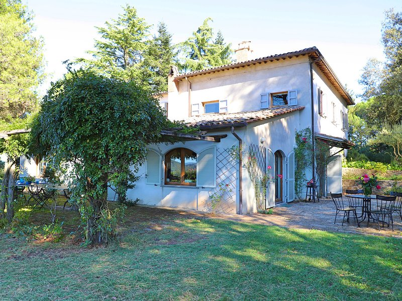 San Quirico Villa Sleeps 8 with Pool and WiFi - 5247511, holiday rental in Terni