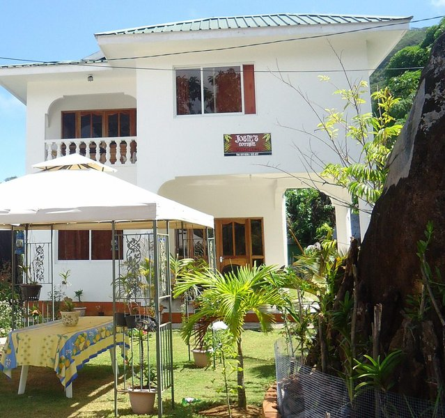 Josies Cottage Apartment, vacation rental in Beau Vallon