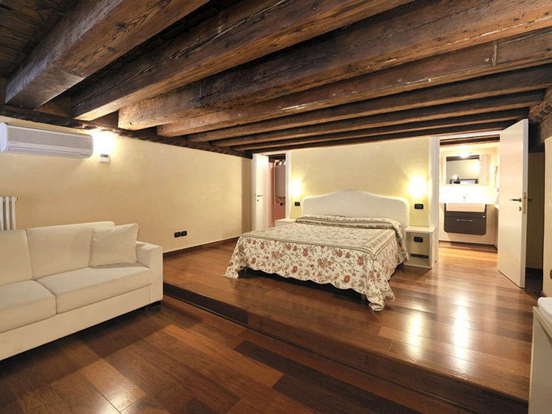Vignola Piccola Apartment Sleeps 5 with Air Con and WiFi - 5248509, vacation rental in Lido di Venezia