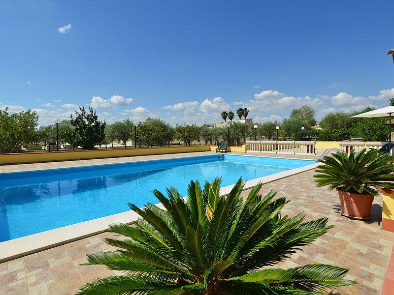 Floridia Villa Sleeps 10 with Pool Air Con and WiFi - 5247392, location de vacances à Floridia