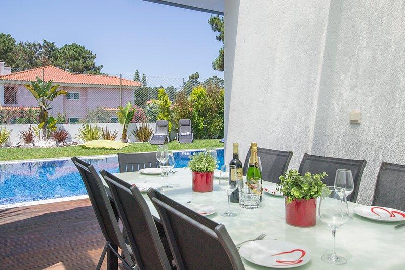 Verdizela Villa Sleeps 10 with Pool and Air Con - 5800392, casa vacanza a Amora