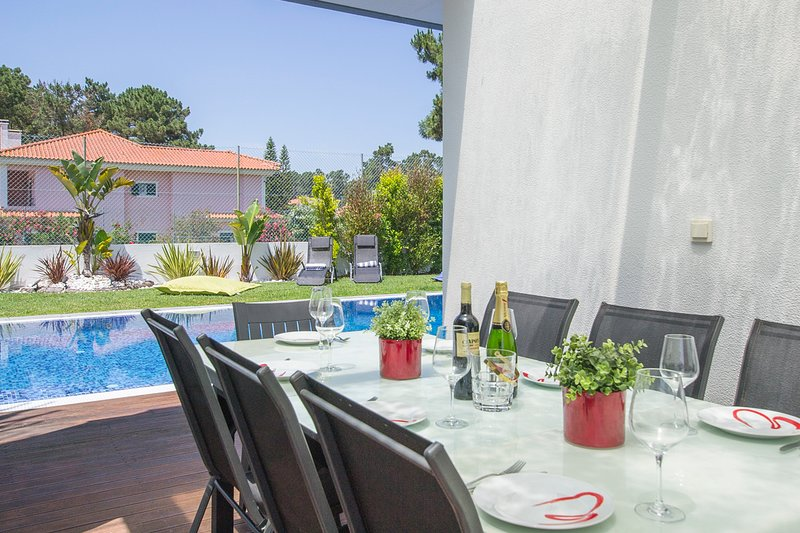Verdizela Villa Sleeps 10 with Pool and Air Con - 5800392, location de vacances à Amora