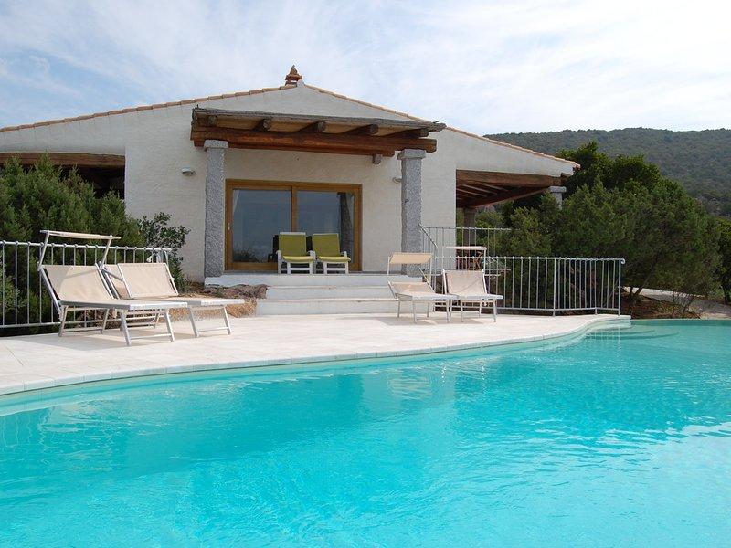 Cala Bitta Villa Sleeps 8 with Pool and WiFi - 5644326, vacation rental in Baia Sardinia