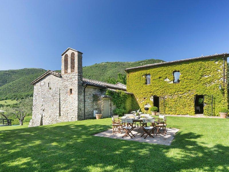 Palazzo Guglielmi Villa Sleeps 8 with Pool and WiFi - 5247525, holiday rental in Perugia
