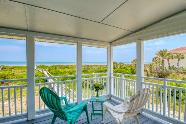 BEACHFRONT! Fabulous VIEW, Priv. Porch & Boardwalk to Quiet Beach, Spacious & Be, location de vacances à Crescent Beach