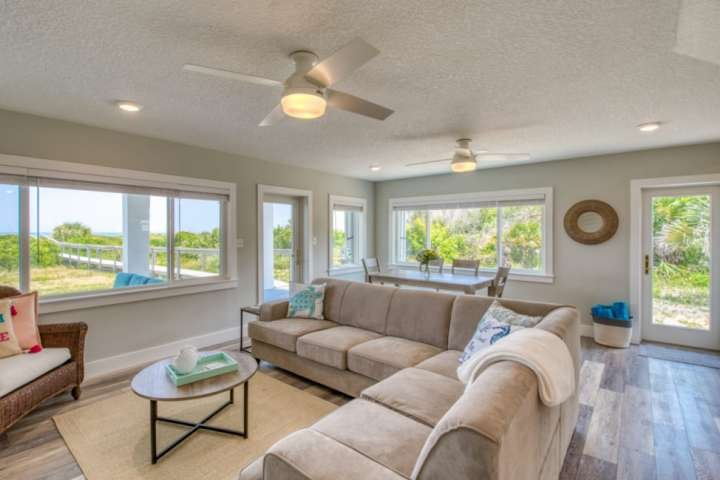 BEACHFRONT Family/Group Retreat-OCEAN VIEWS! Secluded Complex, Private Beach Acc, holiday rental in Crescent Beach