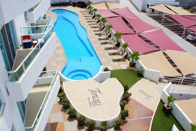 Groundfloor steps away from pool and BBQ, holiday rental in El Sargento