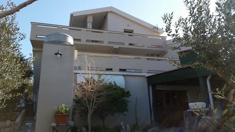 One bedroom apartment Kolan, Pag (A-16482-a), casa vacanza a Kolan