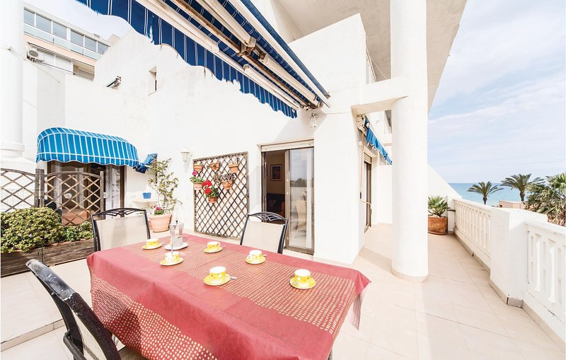 Nice apartment in Peñiscola with Outdoor swimming pool, Outdoor swimming pool a, vacation rental in Benicarlo