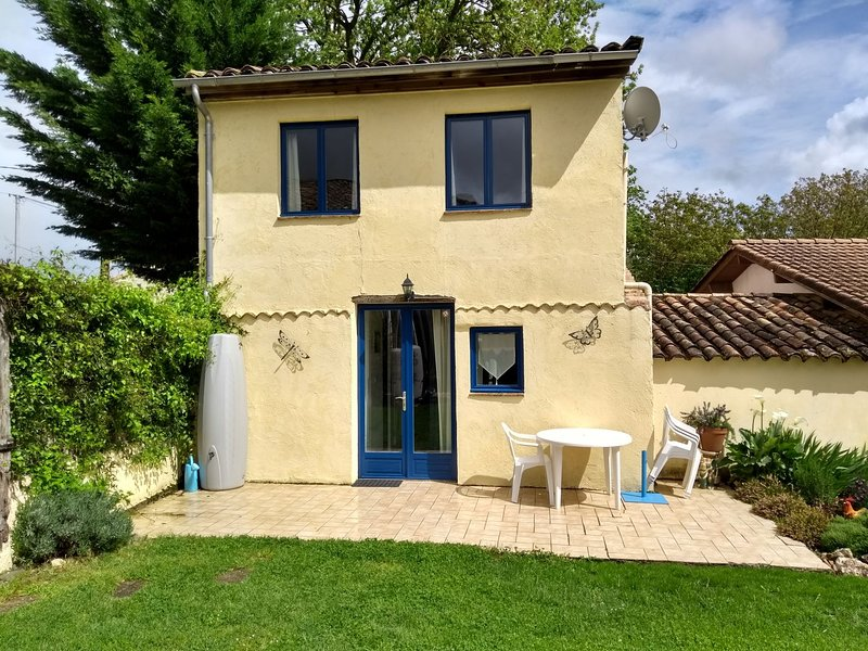 BLUE Gite - in the peaceful countryside, vacation rental in Vares