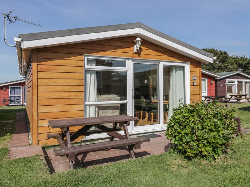 CHALET H4, holiday park, open-plan living, comfortable, in St Merryn, ref:955703, holiday rental in Saint Ervan